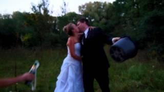 Свадебная пара передает ice bucket challenge пгт Чабаны (Киевская область) 2014