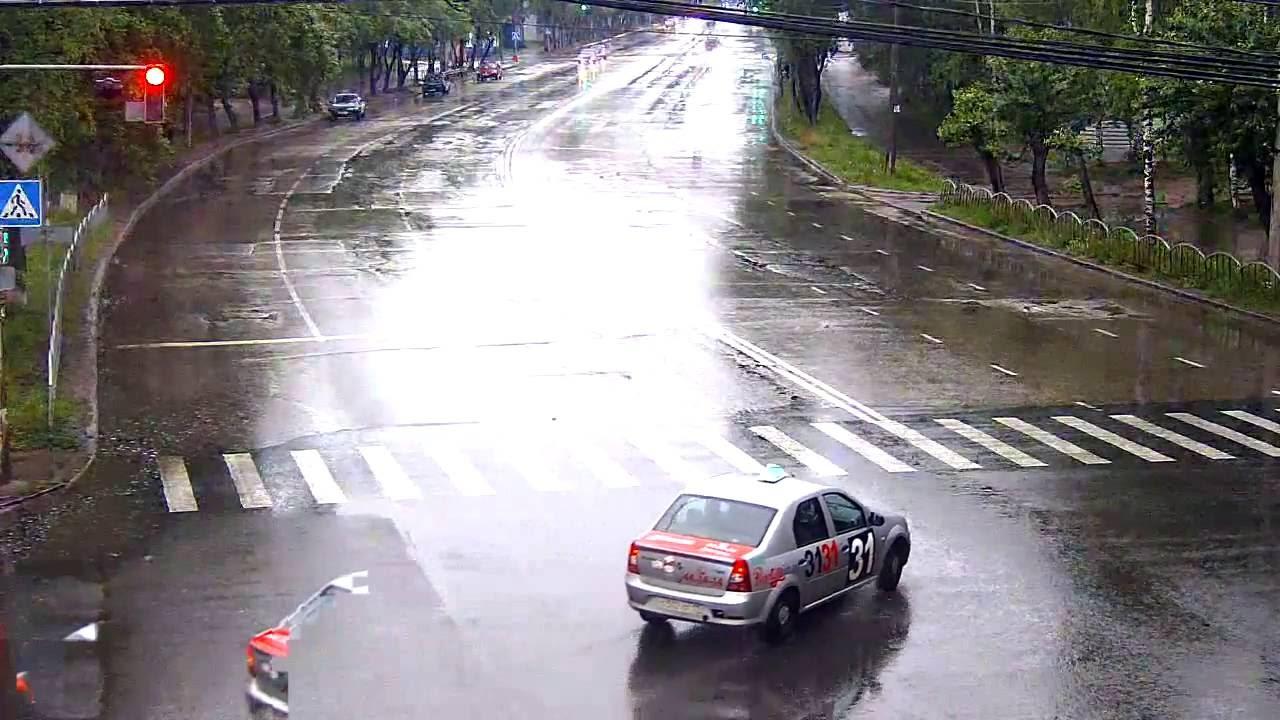 В столице Коми в аварию попала нетрезвая женщина