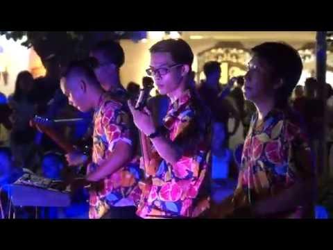 Hanoi street music - Phantom of the Opera
