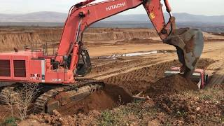 Hitachi Zaxis 670 Excavator Loading Trucks With Three Passes