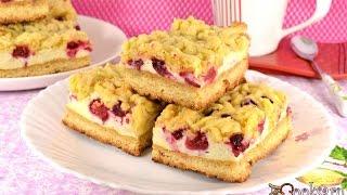Песочный пирог с меренгой и ягодами