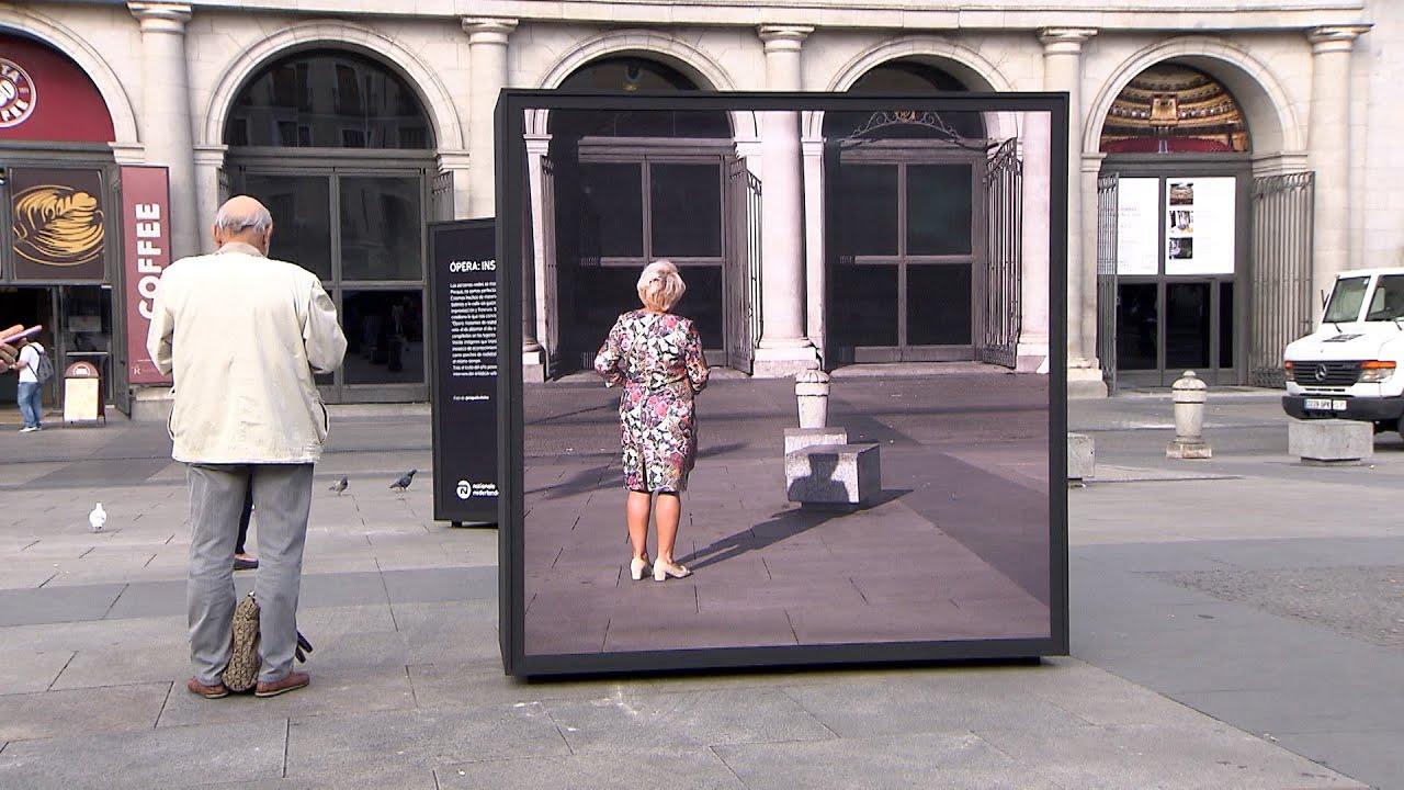 La Street Photography Invade La Plaza De ópera En Madrid