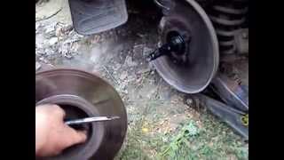видео Замена ступицы ВАЗ 2107, ВАЗ 2106 вместе с подшипниками ступицы ВАЗ 2107, ВАЗ 2106.