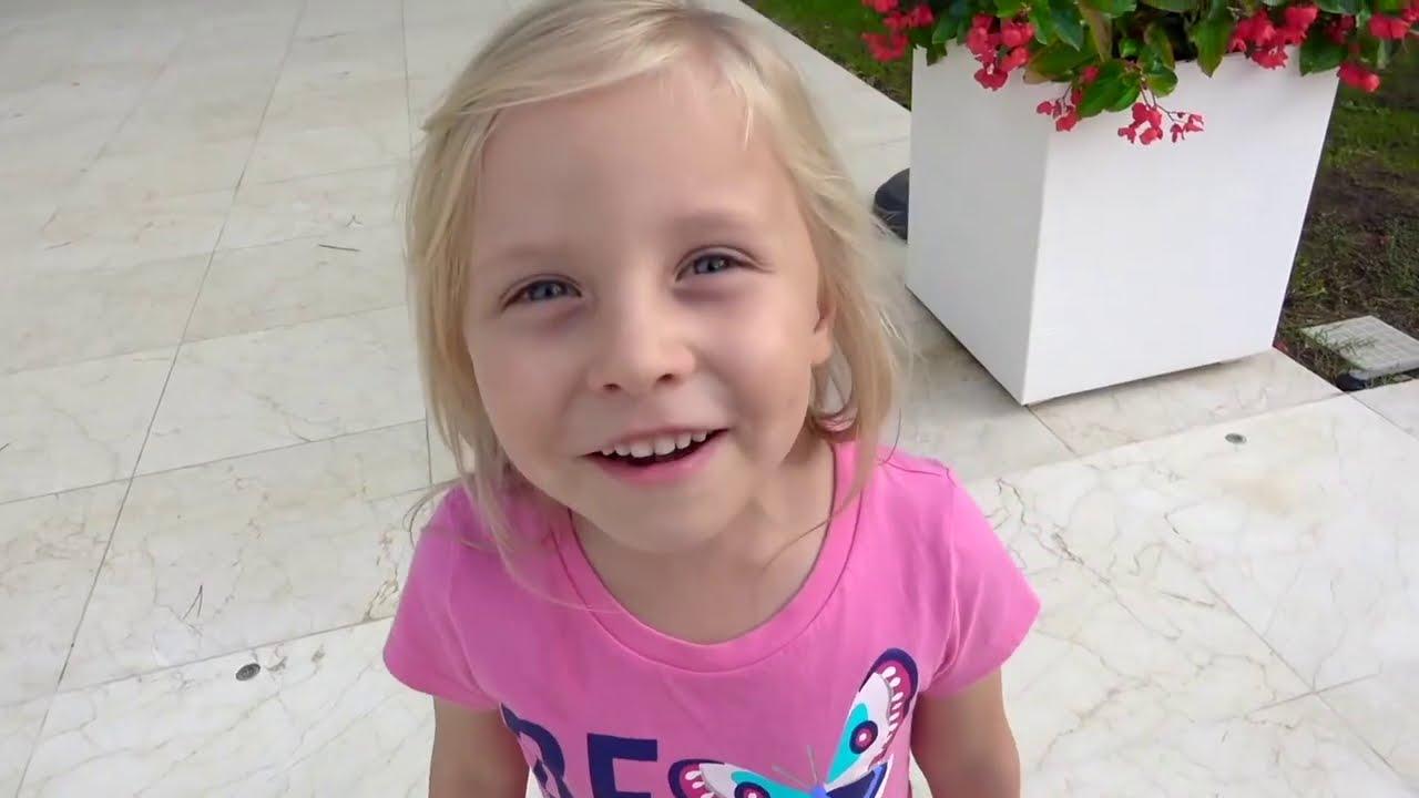 Download Alicia y la pequeña Eva con papá - malas y buenas reglas de comportamiento de los niños