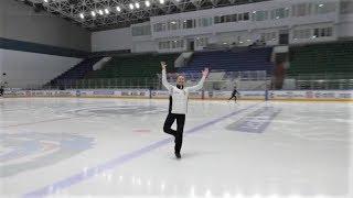 В Ханты-Мансийке сотрудник стоматологии с нарушением слуха освоил фигурное катание