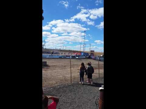 Race day at Southern oregon speedway(12)