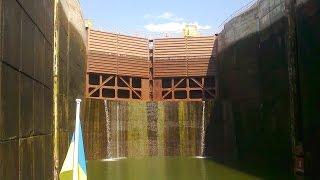 Запорожский шлюз Самый глубокий шлюз в мире  ч.  1 (The deepest gateway in the world)(Запорожский шлюз Самый глубокий шлюз в мире ч. 1 На видео снят процесс шлюзования через