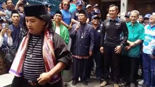 agus yudhoyono di sambut dengan palang pintu