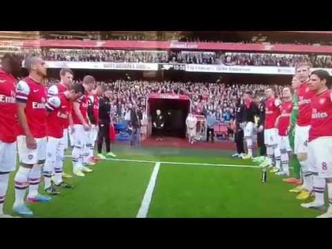 Arsenal guard of honour for Manchester United