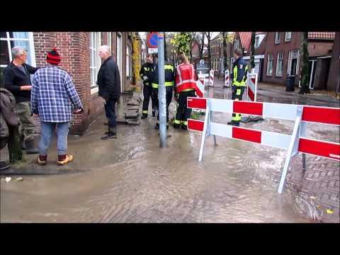 Waterleiding lek op Westerstraat Enkhuizen 19-11-2013