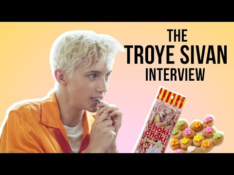 Troye Sivan Tries Choki Choki For The First Time