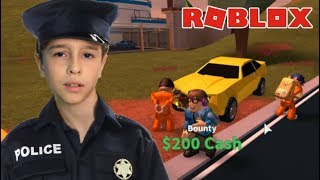 I BECAME A POLICEMAN AND ARRESTED MANY BANDITS PLAYING ROBLOX | Family playing