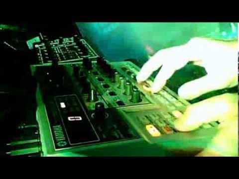 Acid Techno old - with Yamaha AN200 (prime test:)