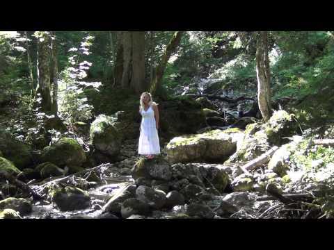 Beatrix Von Burgund In den Gumpen: Wasserfall am Tegernsee, Bayern, Deutschland