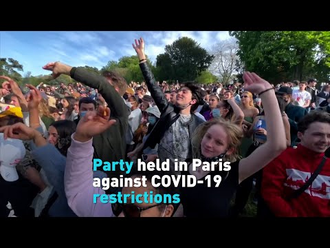 Hundreds in France dance and defy COVID restrictions at outdoor party.