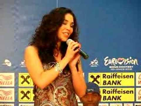 Hinds sings Fado at press conference eurovision