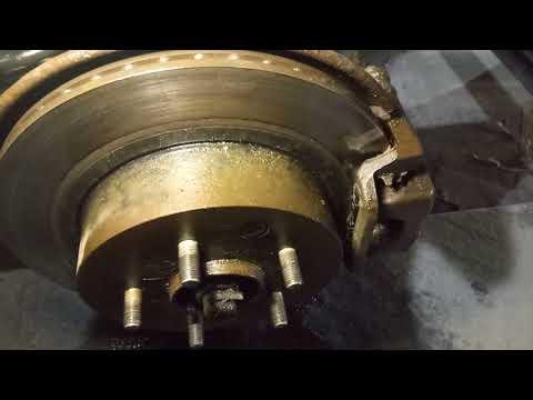 Ниссан Кашкай +2 замена задних тормозных колодок.