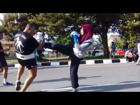 Street Muay Thai Boxing Exercise with a Girl Balikpapan #01042018