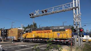 [New Gate LEDs] UPY 1006 West Sac Port Local & SACRT Light Rail Meet, Olson Dr. Railroad Crossing