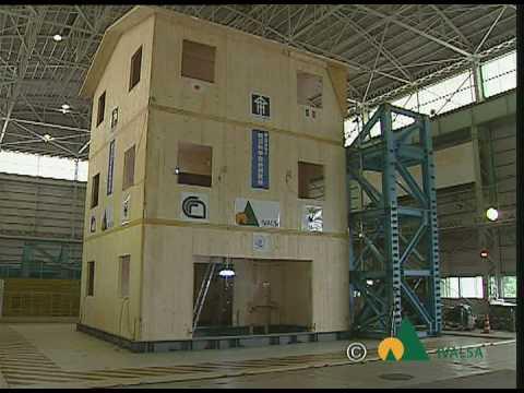 Simulazione sisma di nocera umbra su edificio 3 piani in for Piani di coperta in legno