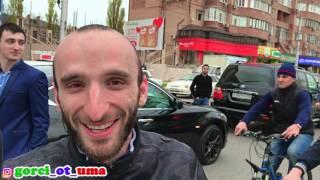 Юсуп Омаров останавливает автомобильное движение