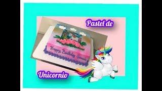 Pastel unicornio en un cuarto de plancha