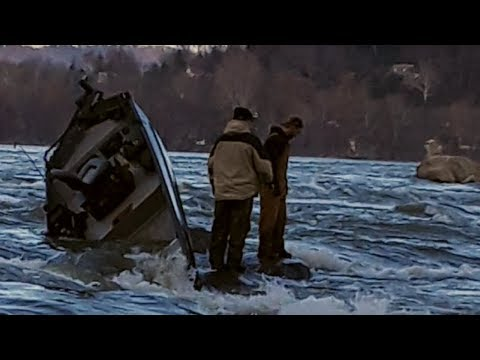 Boat Sinks On The Susquehanna River!  Dangerous Boat Accident Recovery!