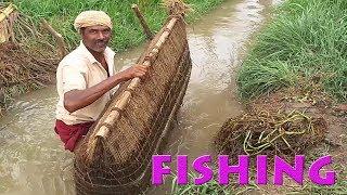 बाँस की मछली पकड़ना | Fish Hunting BAMBOO Traditional Fishing | Chotee Nahar Ki Machli Wala