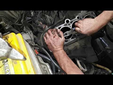 Почему двигатель жрёт масло. Установка поршней в блок цилиндров