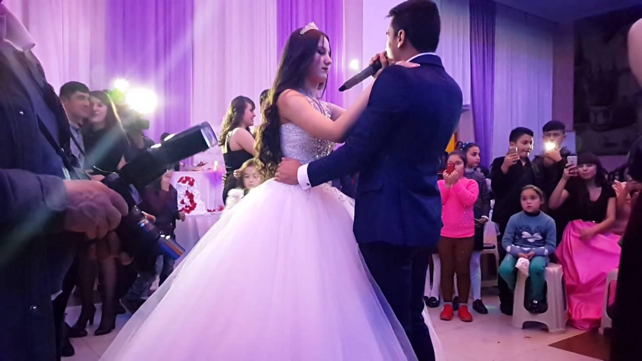 Жених поёт невесте