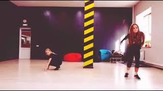 У нас на танцах был открытый урок и мы придумывали танцы
