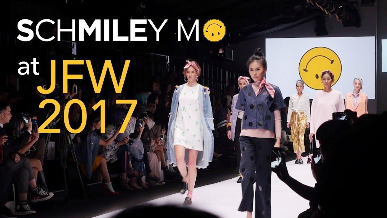 Schmiley mo at jakarta fashion week jfw 2017 diana rikasari schmiley mo at jakarta fashion week jfw 2017 diana rikasari stopboris Gallery