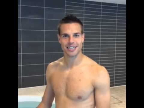 César Azpilicueta does the Ice Bucket Challenge by diving ...