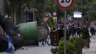 Cargas de la Ertzaintza y contenedores quemados en un mitin de Vox en Barakaldo