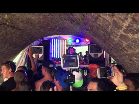 Tomorrowland 2015 The Rave Cave in jump mode!