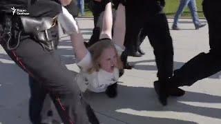 Полиция применила силу при разгоне акции в Москве. 40 человек в автозаках