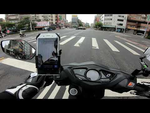 職業駕駛 闖紅燈擦撞機車  塔悠路、八德路四段、松信路路口(饒河夜市旁)