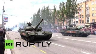 В Донецке прошел военный парад в честь Дня Победы