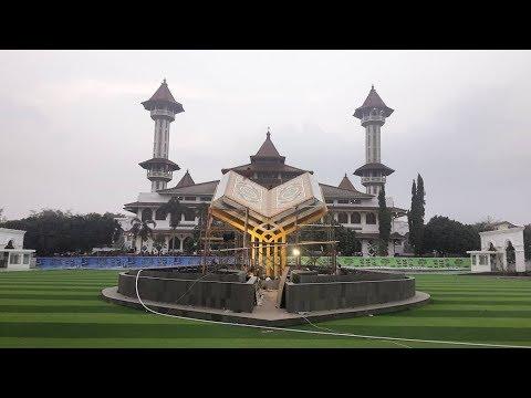 Wow! Ada Rumput Sintetis di Alun - alun Masjid Agung Cianjur