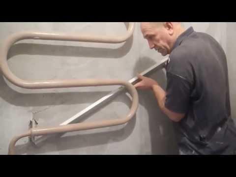 Как оштукатурить стену за трубами.
