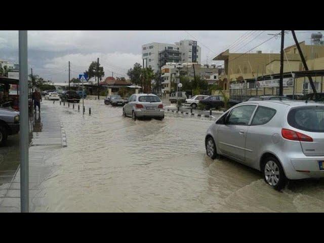 <span class='as_h2'><a href='https://webtv.eklogika.gr/plimmyrisan-oi-dromoi-tis-larnakas' target='_blank' title='Πλημμύρισαν οι δρόμοι της Λάρνακας'>Πλημμύρισαν οι δρόμοι της Λάρνακας</a></span>