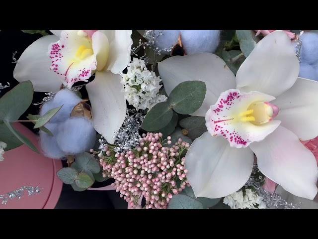 Букеты с орхидеями в шляпных коробках