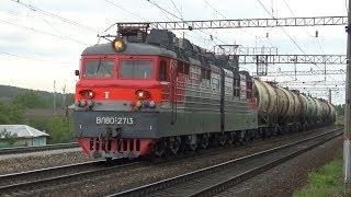 Электровоз ВЛ80С-2713 с грузовым поездом