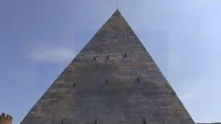 El blanco vuelve al mármol de la Pirámide Cestia de Roma