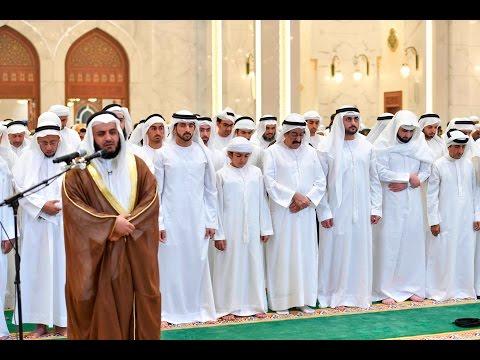 ولي عهد دبي يؤدي صلاة المغرب في مسجد الشيخة هند بنت مكتوم الجديد