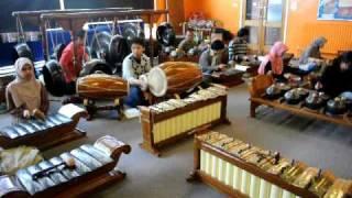 Lancaran Manyar Sewu by Prabacendana (Birmingham Javanese Gamelan Group)