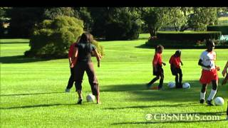 raw video first lady bo play soccer at white house