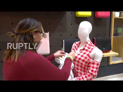 Colombia: Shops display breastfeeding mannequins to tackle stigma