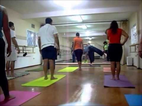 Ananda Yoga Center. Secciones de una clase, Nivel intermedio.wmv
