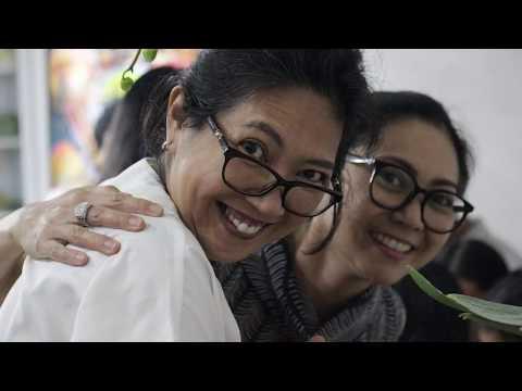 CHICHA KOESWOYO - Hari Natal Telah Tiba (Festive Gathering)